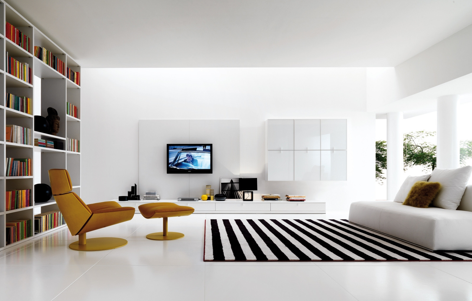 modern-black-and-white-living-room-stripede-rug